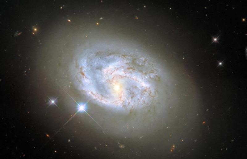 哈勃太空望远镜再次捕捉到螺旋星系这次是NGC4680